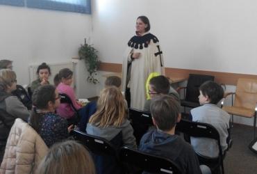 Średniowiecze, czyli opowieść o tych co się modlą, o tych którzy walczą i o tych co pracują